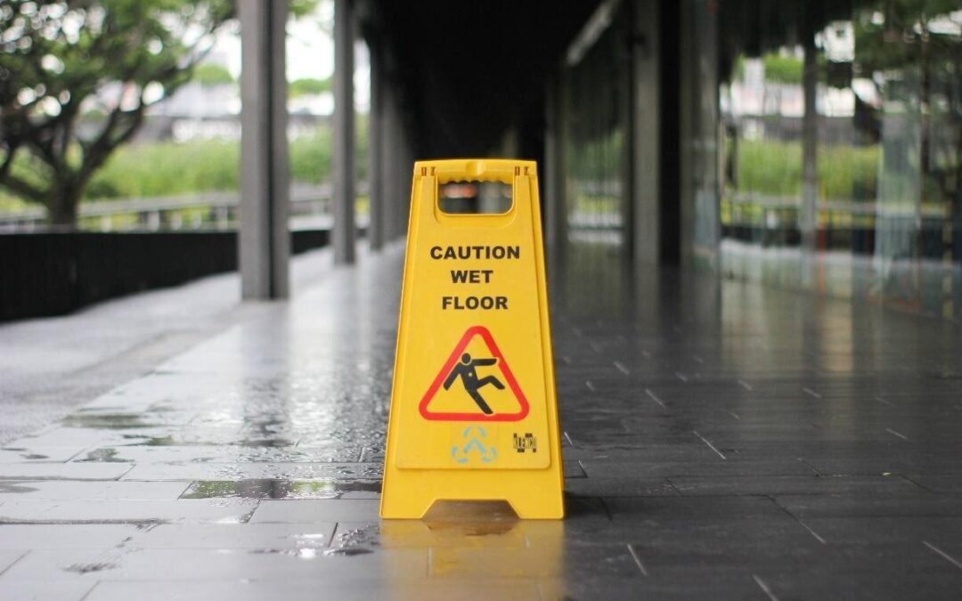 HOW TO HANDLE A SLIP AND FALL ACCIDENT